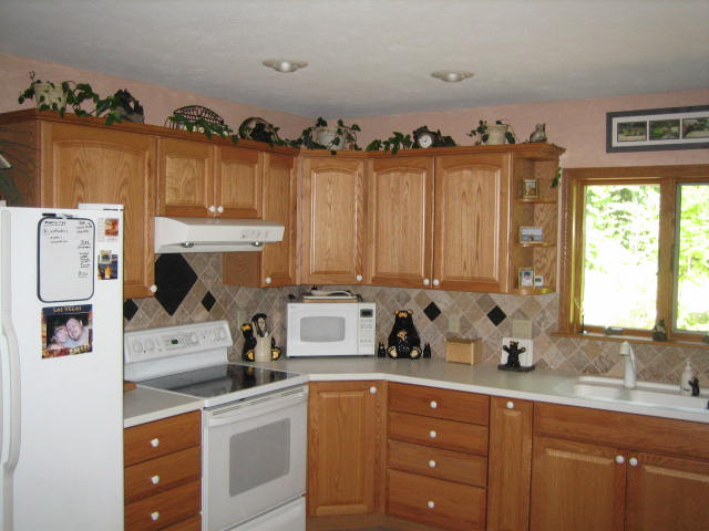 Oak Cabinets with Crown and Custom Backsplash and Faux Finish Paint
